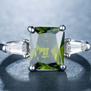 Jewelry - New 925 sterling silver princess cut peridot ring